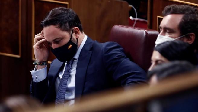 Santiago Abascal en su escaño durante la moción de censura